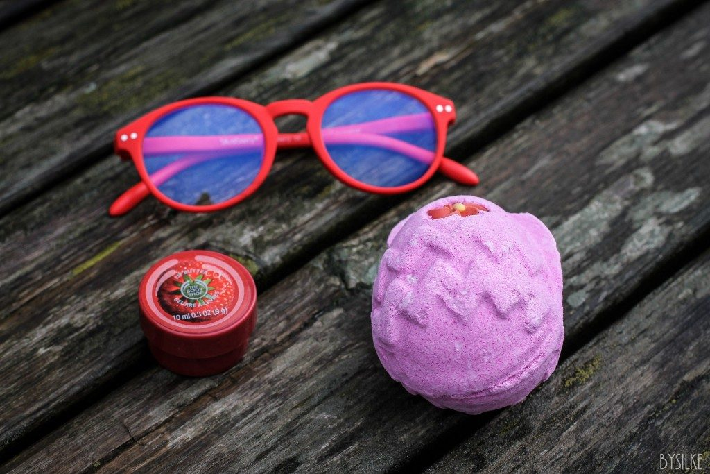 Mini-review   |   All things red: Lush, The Body Shop & Blueberry
